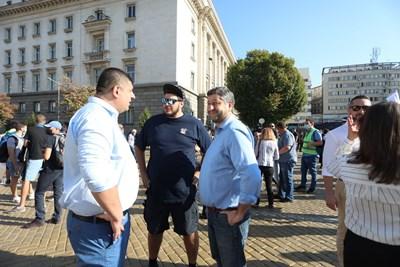 Христо Иванов (вдясно) ще каже с кого е възможна коалиция едва след кампанията.