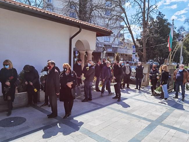 Многобройни бяха желаещите да се поклонят пред Георги Коритаров.