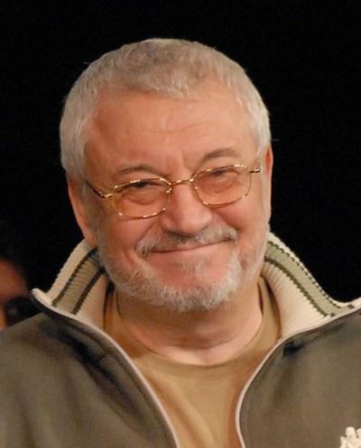 Приятели тъгуват за Илия Добрев година след кончината му - 19 февруари.