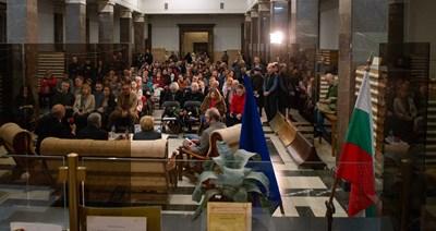 """Над 150 души бяха на премиерата на любопитната книга, издание на """"Сиела""""."""