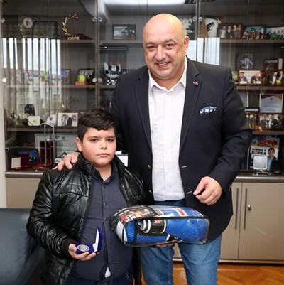 Министър Красен Кралев и Божидар Джермански СНИМКА: Министерството на младежта и спорта