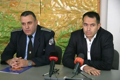Венелин Младенов /вляво/ застава начело на КАТ в Пловдив.