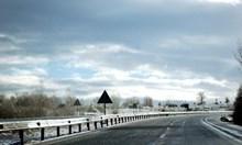 Сняг на Петрохан, вижте обстановката по пътищата към 17,30 часа