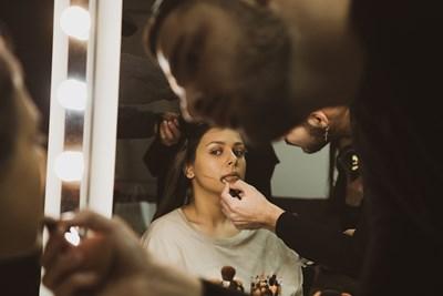 Виктория снима клипа към песента.