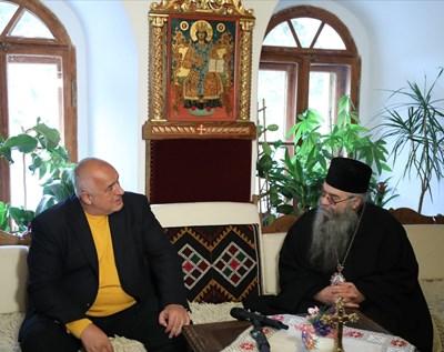 Борисов и Евлогий на диванчето СНИМКИ: МС