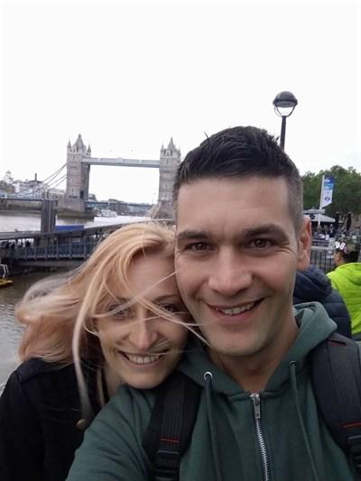 На 29 май Стефан Стефанов и съпругата му Десислава са си пуснали във фейсбук тази снимка на фона на Тауър бридж в Лондон. СНИМКА: Фейсбук