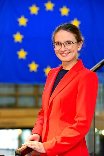 Цветелина Пенкова: Съкратен е бюджетът за основни европейски политики