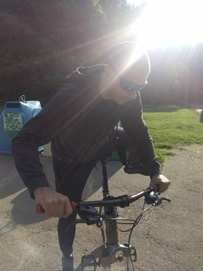 Колоездачът, за когото се твърди, че е блъснал дете и си е тръгнал СНИМКИ: ФЕЙСБУК/Мирослав Джоканов
