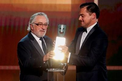 """Робърт де Ниро, чието изпълнение в """"Ирландецът"""" досега беше пренебрегнато от наградите """"Златен глобус"""", от номинациите за """"Оскар"""" и от Гилдията на филмовите актьори, получи награда за цялостно творчество. СНИМКА: РОЙТЕРС"""