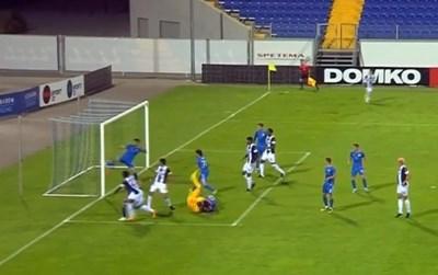 """Малунга вкарва първия си гол във вратата на """"Левски"""". СНИМКА: Тв Екран"""
