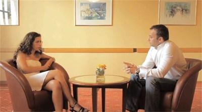 Люси Сетиян интервюира на английски министър Николай Младенов.
