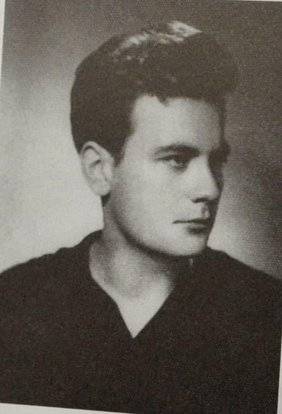 Петър Младенов като студент в МГИМО