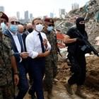 Еманюел Макрон посети опустошеното пристанище на Бейрут.