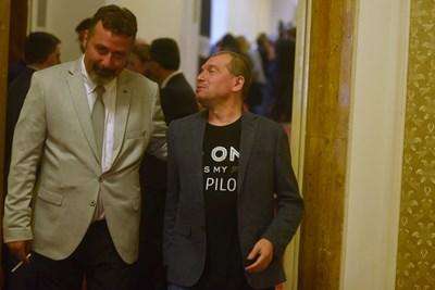 Тошко Йорданов и Филип Станев в парламента, където предложиха до 5% държавна реклама в медиите
