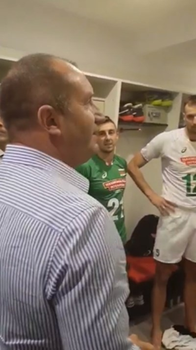 Президентът Радев при националите по волейбол Кадър: Фейсбук