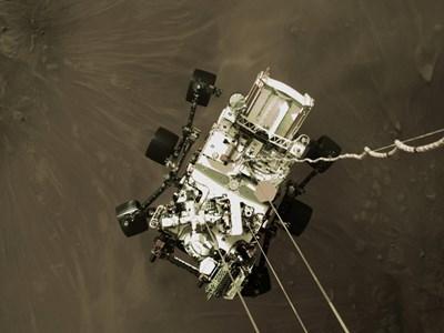 Марсоходът на НАСА при кацането. СНИМКА: РОЙТЕРС