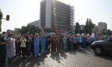 """Неумелият напън да обявят лекарите в """"Пирогов"""" за мародери запали бунта"""