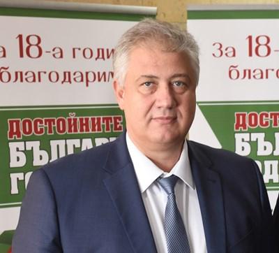 Уволненият д-р Асен Балтов празнува