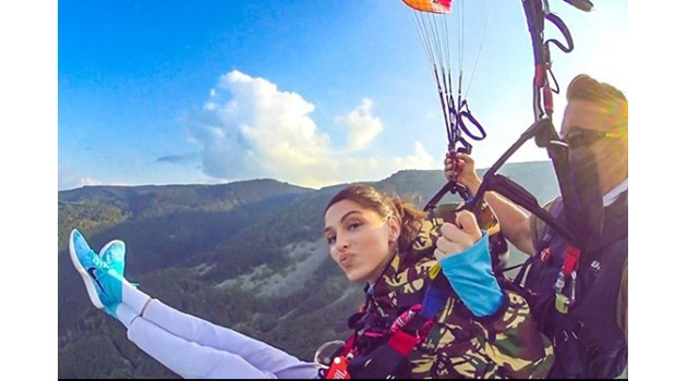 Гимнастичката Цвети Стоянова, която преди 2 г. падна от 6-ия етаж, сега полетя в небето (снимки)