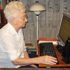 На 89 години Оля Николчева се справяше с лекота със сложната компютърна техника. Снимка: Ваньо Стоилов