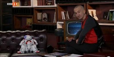 Кадър от предаването на Дони, в което той си партнира с роботчето Питагор