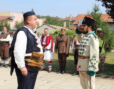 Красимир Каракачанов в село Червена вода СНИМКИ: Авторът