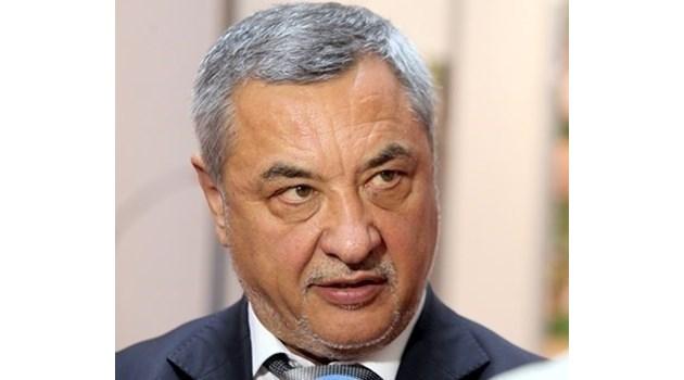 Валери Симеонов се съветва с партньорите и депутатите си кой да новият вицепремиер