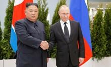 Историческа среща: Владимир Путин и Ким Чен Ун си стиснаха ръцете за първи път (Снимки)