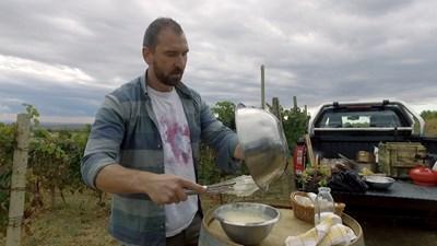 Над 30 години Андре Токев е отдаден на професионалната кухня, но и на интереса си към историята на храната.