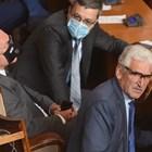 Нова мода сред депутатите - шлемове закрепени на очилата вместо маска