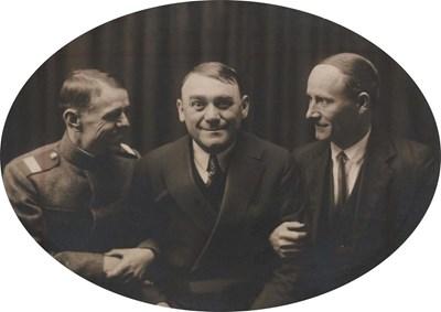 Борю Зевзека (в средата) с приятели