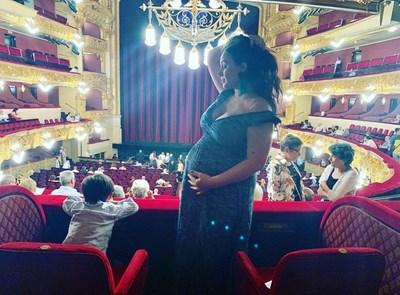 Соня Йончева със сина си Матео в операта
