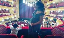 Бременните Соня Йончева и Йоанна Драгнева - едната на  опера, другата в пещера