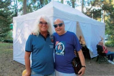 """Георги Марков с фронтмена  на """"Омега""""  Янош Кобор, чийто личен гост е на последния концерт на групата."""