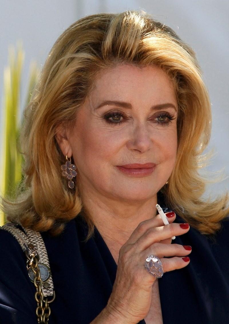 Френската актриса бе муза на Ив Сен Лоран.