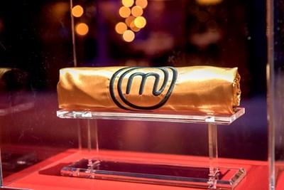 """Метъл вокалист и """"Мис тяло"""" се борят за златни престилки с гурме ястия в MasterChef"""