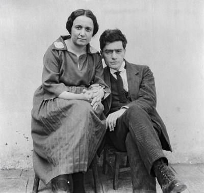 Родителите на Валери Петров - майката Мария и бащата Нисим.  СНИМКАТА СЕ ПУБИКУВА ЗА ПЪРВИ ПЪТ, ПРЕДОСТАВЕНА НИ ОТ ИВО ХАДЖИМИШЕВ