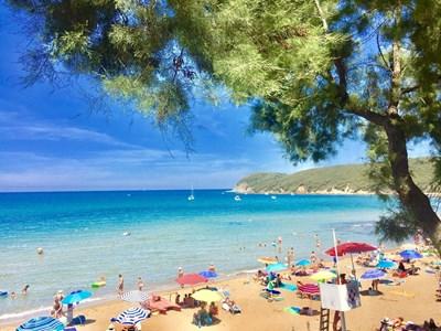 И на свободните плажове трябва  да се спазва голяма дистанция. СНИМКИ: АВТОРЪТ