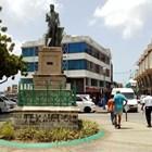Статуя на вицеадмирал Нелсън в Бриджтаун, Барбадос, е надраскана днес след като правителството на острова поиска да се отдели от британската корона.