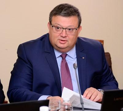 Главният прокурор Сотир Цацаров изпрати становището си в КС преди обед в понеделник.