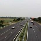 """Временно движението при 34-ти км на АМ """"Тракия"""" в посока София се осъществява в активната лента поради самокатастрофирал автомобил"""