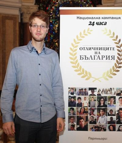 Златният медалист от национални състезания по химия Кръстьо Драгинов СНИМКА: РУМЯНА ТОНЕВА