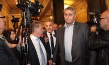 Касабов бута и обижда Сидеров в парламента (Снимки от скандала)