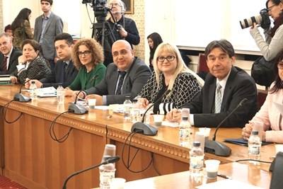 20 души за членове на ЦИК изслуша правната комисия на парламента вчера.  СНИМКИ: ДЕСИСЛАВА КУЛЕЛИЕВА