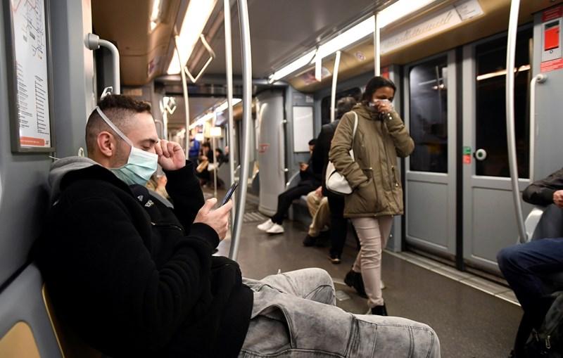 Пътуващо в метрото в Милано