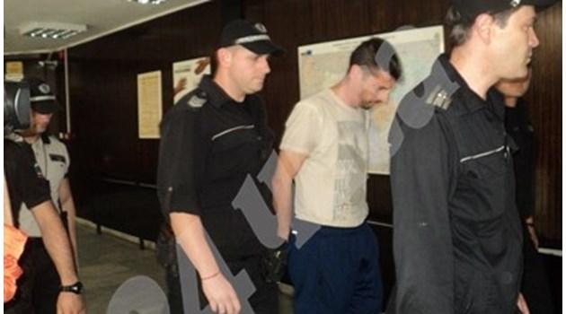 Футболистът Метушев на съд, убил приятел с 97 прободни рани. Майката на починалия се опитала да го спаси, но безуспешно