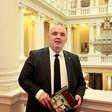 Българският Дан Браун е в парламента и пише романи за тамплиерите
