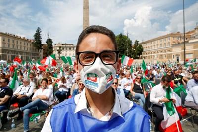 Животът в Италия на практика се върна в предишното си русло при спазването на хигиенните норми и профилактика. Снимка Ройтерс