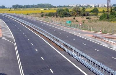 """Четири са отворените ценови оферти за изготвяне на технически проект и строителството на 16,3 км от АМ """"Хемус""""."""