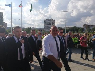 Премиерът Бойко Борисов бе посрещнат от кмета на Шумен Любомир Христов.